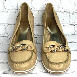 Size 8 Leather Tan Beige Wedge Silver Chain On Toe